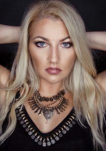 SELFPORTRAIT - Magdalena Bednarek - Dipl. Mediendesignerin & Fotografin